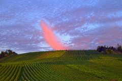 Jesień czas - Zadziwiająca chmura Przy zmierzchem Zdjęcie Royalty Free