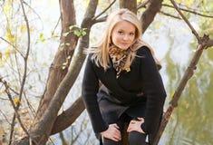 jesień dziewczyny jeziora portret Zdjęcia Royalty Free