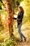 jesień dziewczyny park Zdjęcia Stock