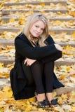 jesień dziewczyny schodki Obrazy Royalty Free