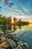 Jesień krajobraz na jeziorze przy zmierzchu czasem zdjęcia stock
