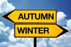 Jesień lub zima, naprzeciw znaków Obrazy Royalty Free