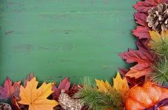 Jesień spadku Nieociosany Drewniany tło Fotografia Royalty Free