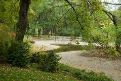 Jesień w miasto parku z jeziorem Zdjęcia Royalty Free