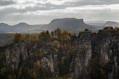 Jesień w niemieckich górach i lasach - sas Szwajcaria jest a fotografia royalty free