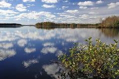 jesień widok jeziorny cudowny s Zdjęcia Royalty Free