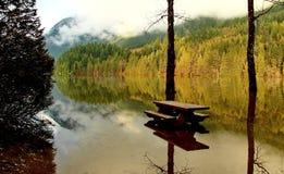 Jesień wylew na Buntzen jeziorze Obrazy Stock