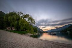 Jesień zmierzch, Ledro jezioro Zdjęcie Royalty Free