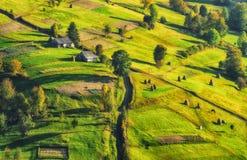 Jesień zmierzch w Karpackich górach obrazy stock
