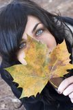jesienią kobieta Zdjęcie Royalty Free