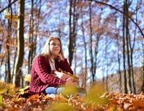 jesienią, mała dziewczyna Fotografia Stock