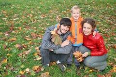 jesienią rodziny fotografia stock