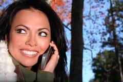 jesienią upadku telefonu komórki sceny kobieta zdjęcia royalty free