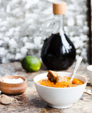 Jesieni bani polewka w białym talerzu, zdrowy lunch, selekcyjny fo Fotografia Stock