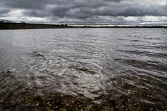 Jesieni burza warzy nad jeziorem w Staffordshire, Anglia Obrazy Stock