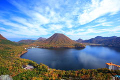 Jesieni colours góra i jezioro Obraz Royalty Free