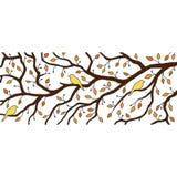 Jesieni dekoracja: trzy ptaka siedzą Obrazy Stock