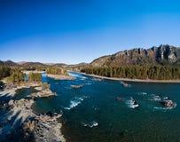 Jesieni dolina halna rzeka fotografia stock