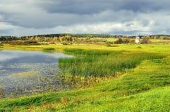 Jesieni doliny kolorowy krajobraz - jesień krajobrazowy widok Fotografia Stock