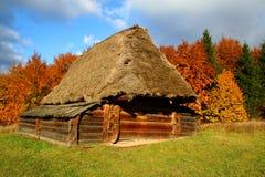 jesienią dom na wsi krajobrazu zdjęcie royalty free