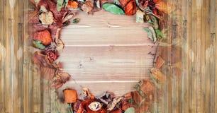 Jesieni drewno i wieśniaków liści okrąg Zdjęcie Stock