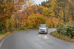 Jesieni droga z samochodem w Japan Obrazy Stock