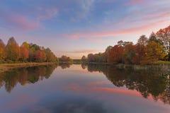 Jesieni drzewa i menchii chmury Obrazy Royalty Free