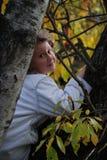 jesieni dziewczyna opuszcza trochę Zdjęcie Stock