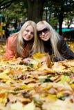 jesienią dziewczyny Obraz Royalty Free