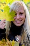 jesienią dziewczyny Zdjęcia Royalty Free