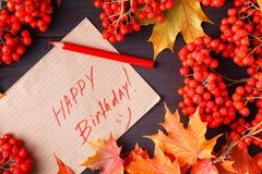 Jesieni etykietka z słowa wszystkiego najlepszego z okazji urodzin na nim Obrazy Stock