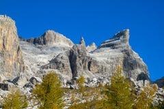 Jesieni góry dolomitu koloru żółty krajobraz Obrazy Stock