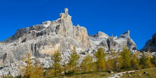 Jesieni góry dolomitu koloru żółty krajobraz Zdjęcie Royalty Free