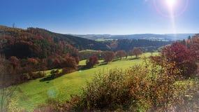 Jesieni góry słońce Zdjęcia Royalty Free
