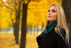 Jesieni kobiety portret Fotografia Stock
