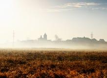 Jesieni mgła w łące zdjęcie stock