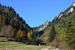 Jesieni nakreślenia gdy wspinający się w górach zdjęcia royalty free