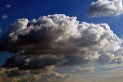 Jesieni niebo z chmurami Obrazy Royalty Free