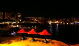 Jesieni noc na śródziemnomorskim koszcie w Malta Fotografia Stock