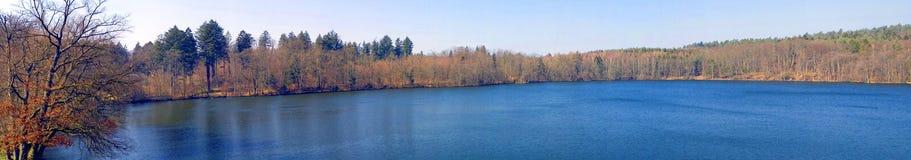 jesienią panorama jeziora. Obraz Stock