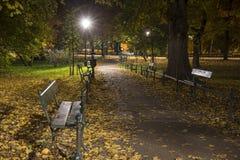 Jesieni Parkowa ścieżka nocą Fotografia Royalty Free