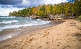 Jesieni plaża Na Jeziornym przełożonym Fotografia Stock
