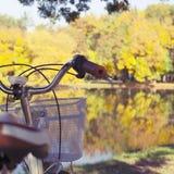 Jesieni pojęcie Z rowerem Zdjęcie Royalty Free