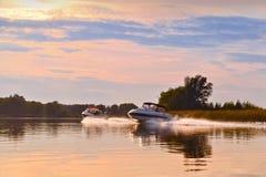 Jesieni rzeki krajobraz z łodzią Fotografia Royalty Free
