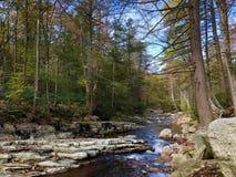 Jesieni scena w Minnewaska stanu parka prezerwie w Nowy Jork zdjęcie royalty free