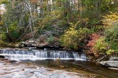 Jesieni scena w Minnewaska stanu parka prezerwie w Nowy Jork fotografia stock