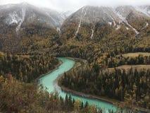 Jesieni sceneria Kanas jezioro w Xinjiang fotografia stock