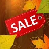 Jesieni sprzedaży etykietka na drewnianym tle Fotografia Stock