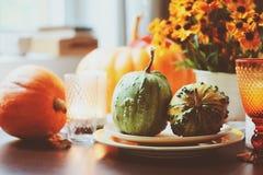 Jesieni tradycyjny stołowy położenie dla dziękczynienia lub Halloween obrazy stock