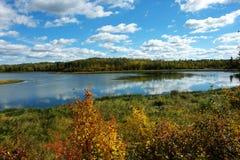 jesienią widok jeziora Zdjęcia Royalty Free